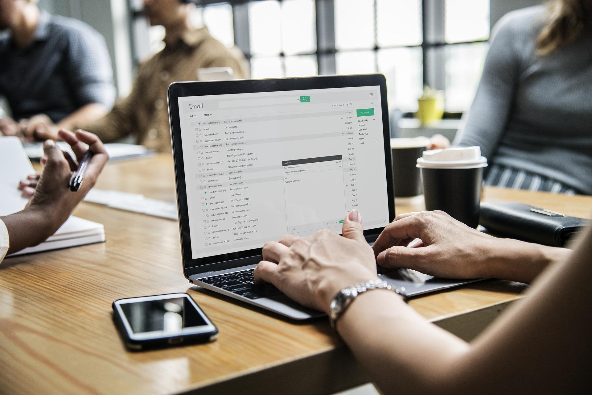 Violazione della privacy: È possibile registrare le conversazioni dei dipendenti