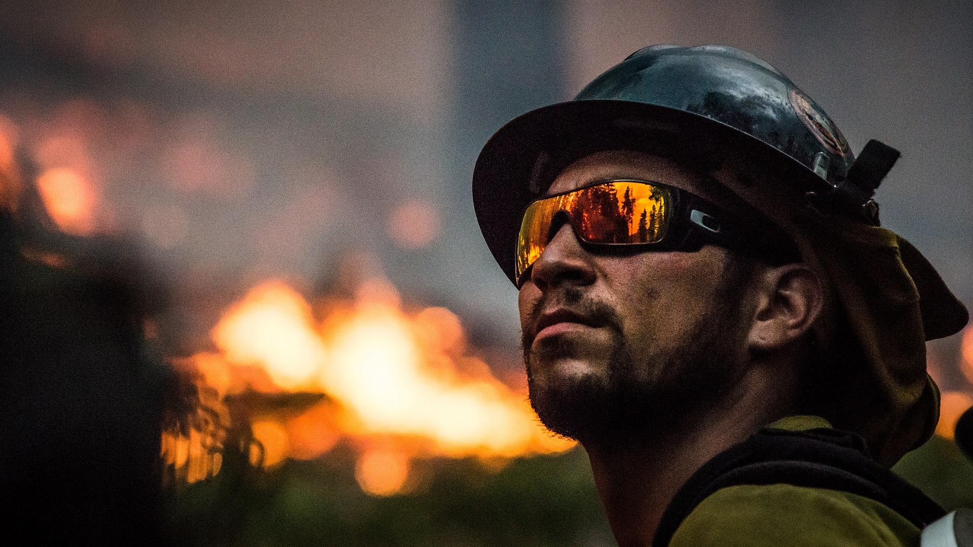 Operazione Smokin' field in atto dalle prime ore del giorno mentre la Campania rivive l'incubo dei rifiuti incendiati