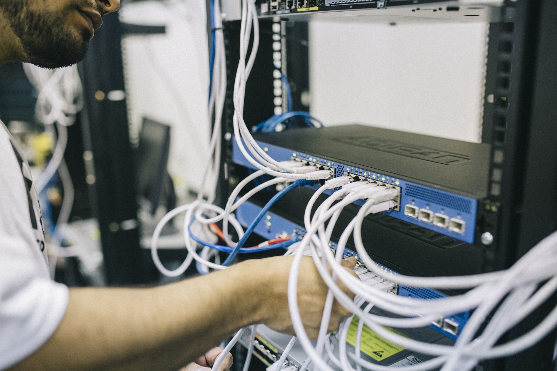 Tecnologia FTTC e FTTH a confronto per telecomunicazioni sempre più veloci