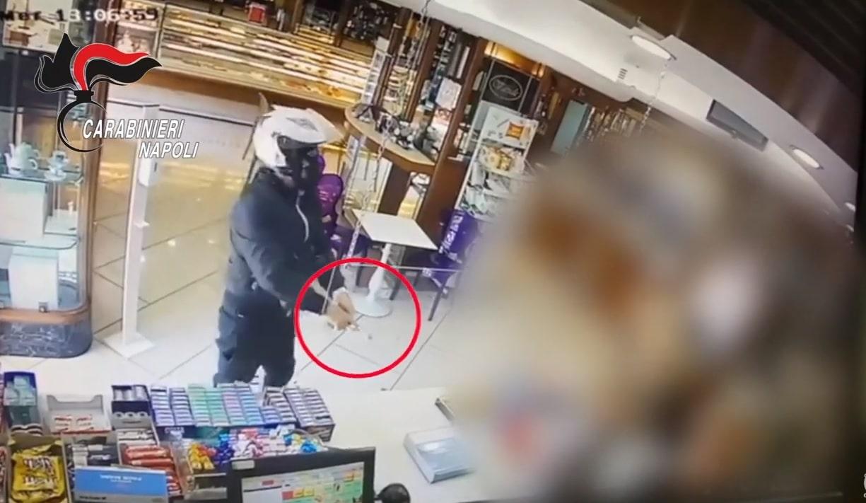 Arrestato il 48enne responsabile della rapina in una pasticceria a Napoli