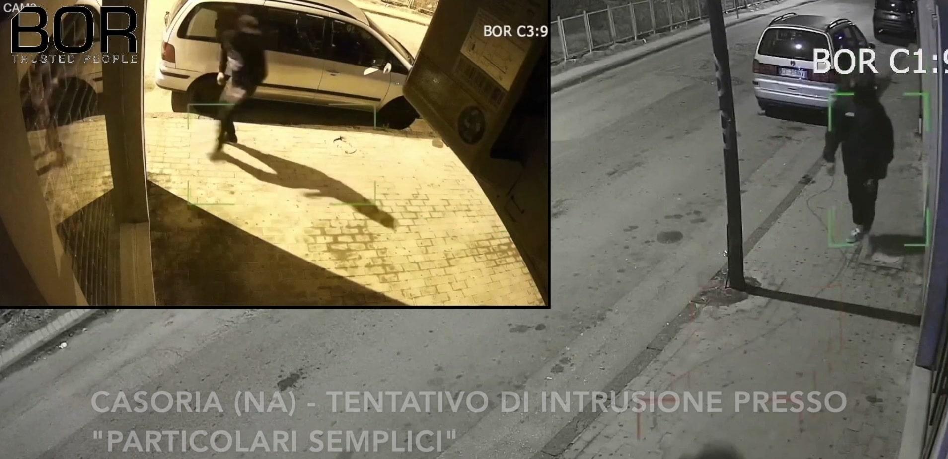 """Intrusione dissuasa a Casoria (NA) presso il negozio di abbigliamento """"PARTICOLARI SEMPLICI"""""""