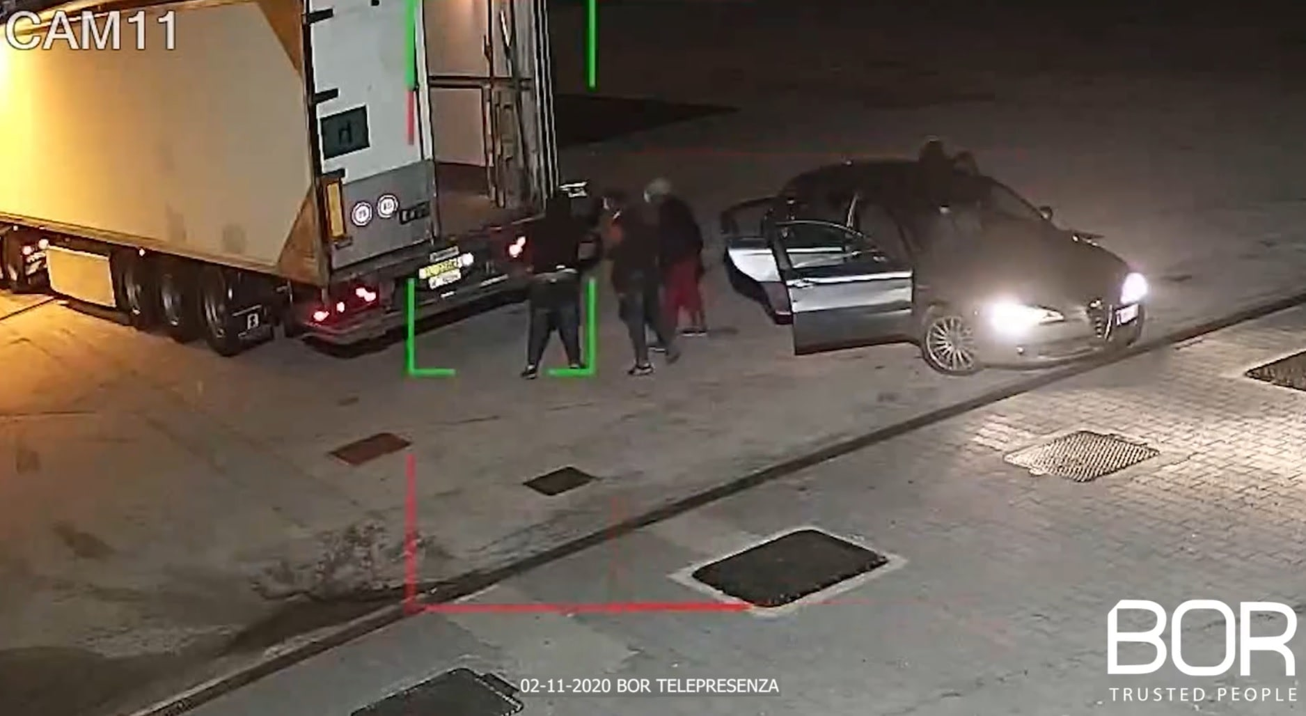 Ladri all'assalto del mezzo parcheggiato nell'area di sosta del distributore Barbato Francesco S.A.S.!