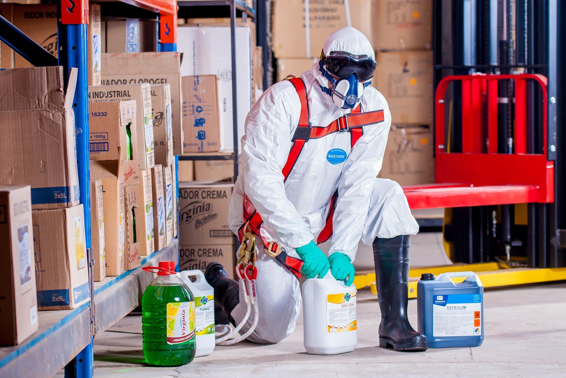 Quali sono le misure organizzative da adottare per un deposito di sostanze pericolose?