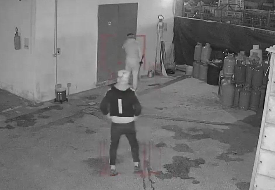 """NAPOLI: furto sventato in meno di trenta secondi presso """"WHITEPETROL SRL"""" grazie a BOR!"""