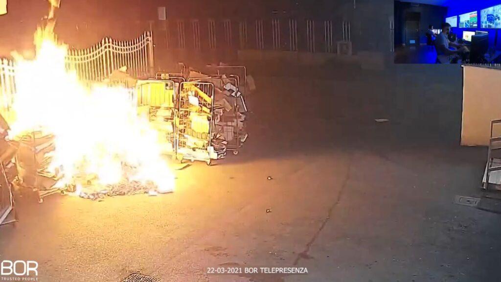 Principio di incendio rilevato all'esterno di un supermercato a Villaricca in provincia di Napoli