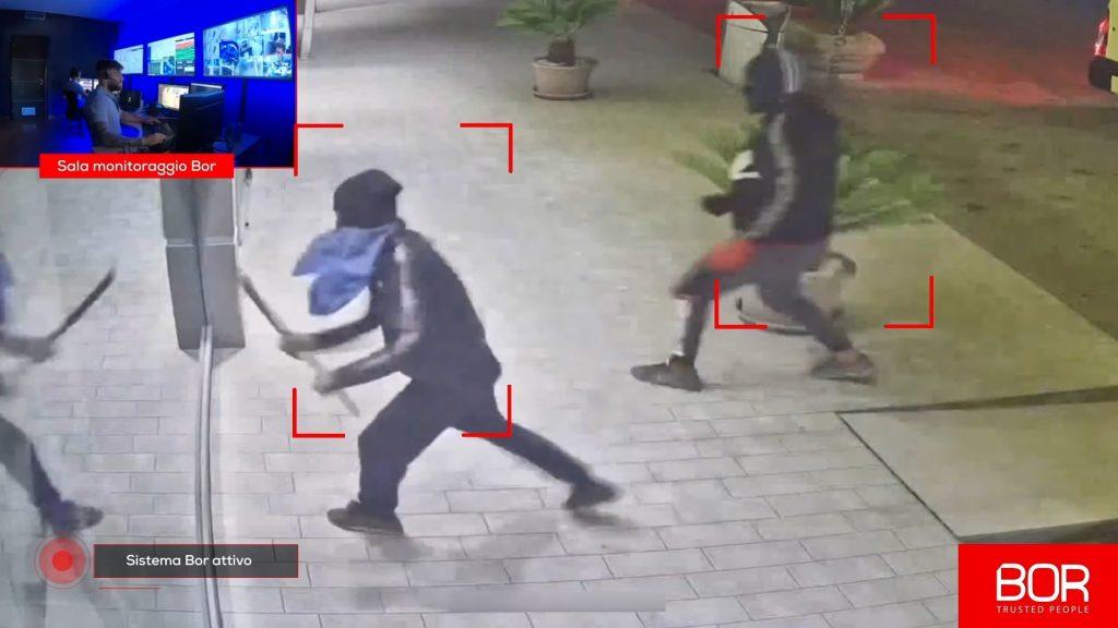Furto dissuaso in provincia di Napoli ladri provano a sfondare la vetrina del bar, BOR li allontana
